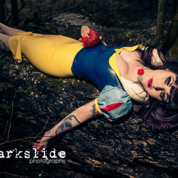 Makeup - Catalyst Latex Snow White - Darkslide